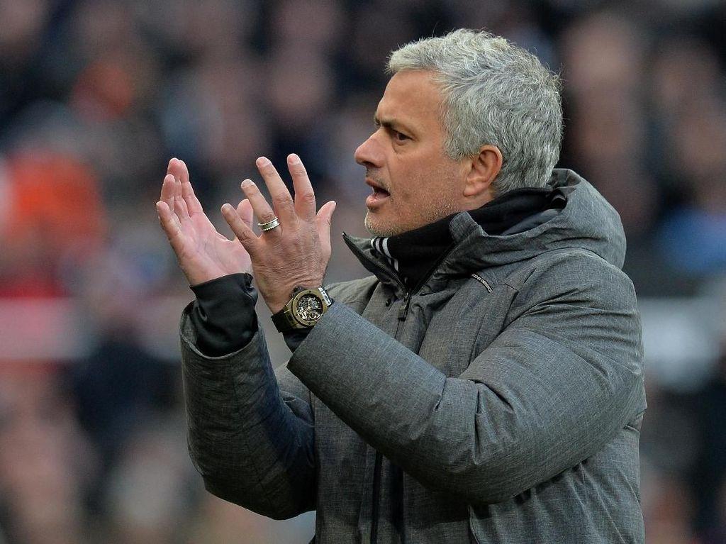Mourinho Cemburu Lihat Klopp dan Guardiola Punya Klub Suportif