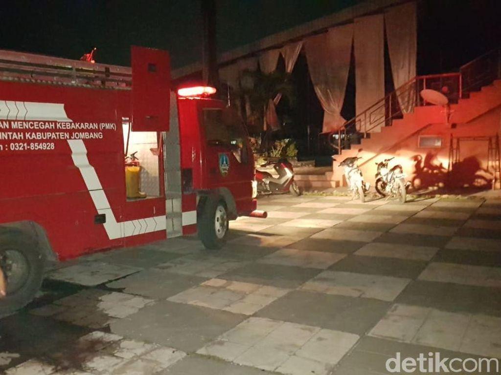Ruangan Staf Dosen Unipdu Jombang Terbakar, 1 Mahasiswa Pingsan