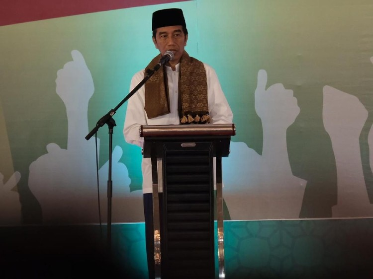 Di Depan La Nyalla dan Ulama Madura, Jokowi Tepis Isu PKI