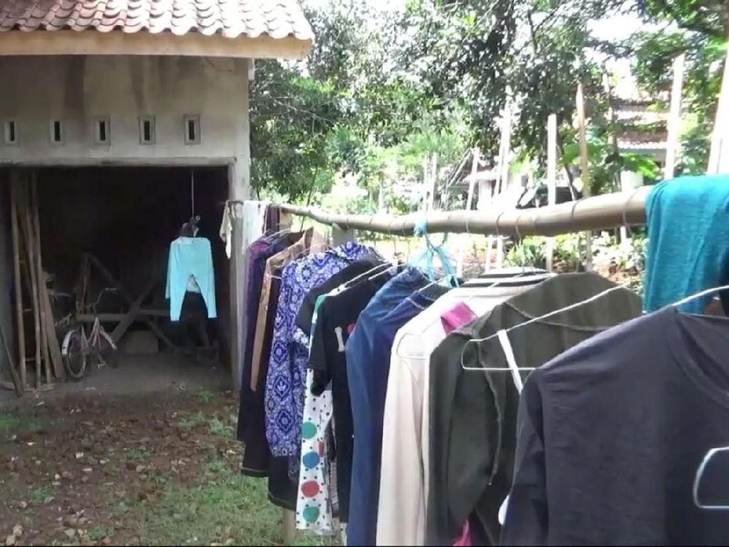 Garasi Rumah Ojol Dedi yang Bukan untuk MINI Cooper Rp 12.000