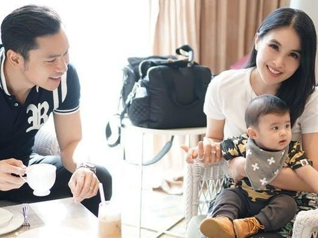 Momen Kulineran Seru Suami Sandra Dewi Hingga Suami Olla Ramlan