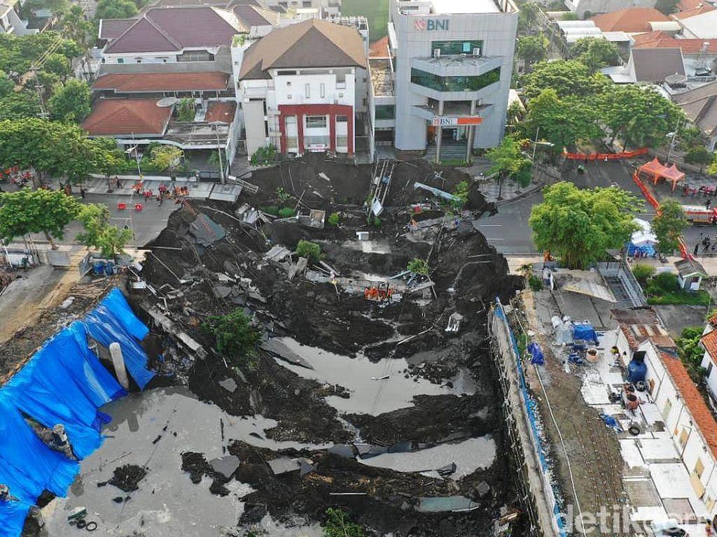 Kesalahan Proyek RS Siloam Berujung Amblesnya Jalan Gubeng di Surabaya