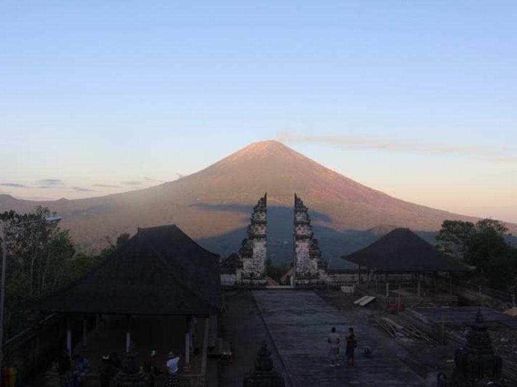 Mengenal Pura Lempuyang Bali yang Bikin Turis Kecewa