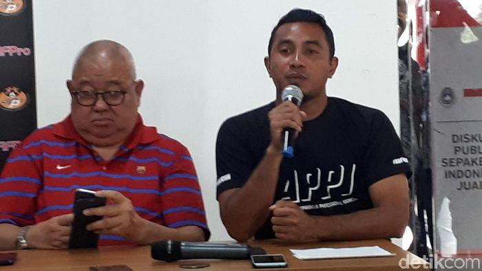Wakil Ketua APPI Firman Utina saat menggelar konferensi pers, Kamis (20/12/2018). (Foto: Mercy Raya/detikSport)