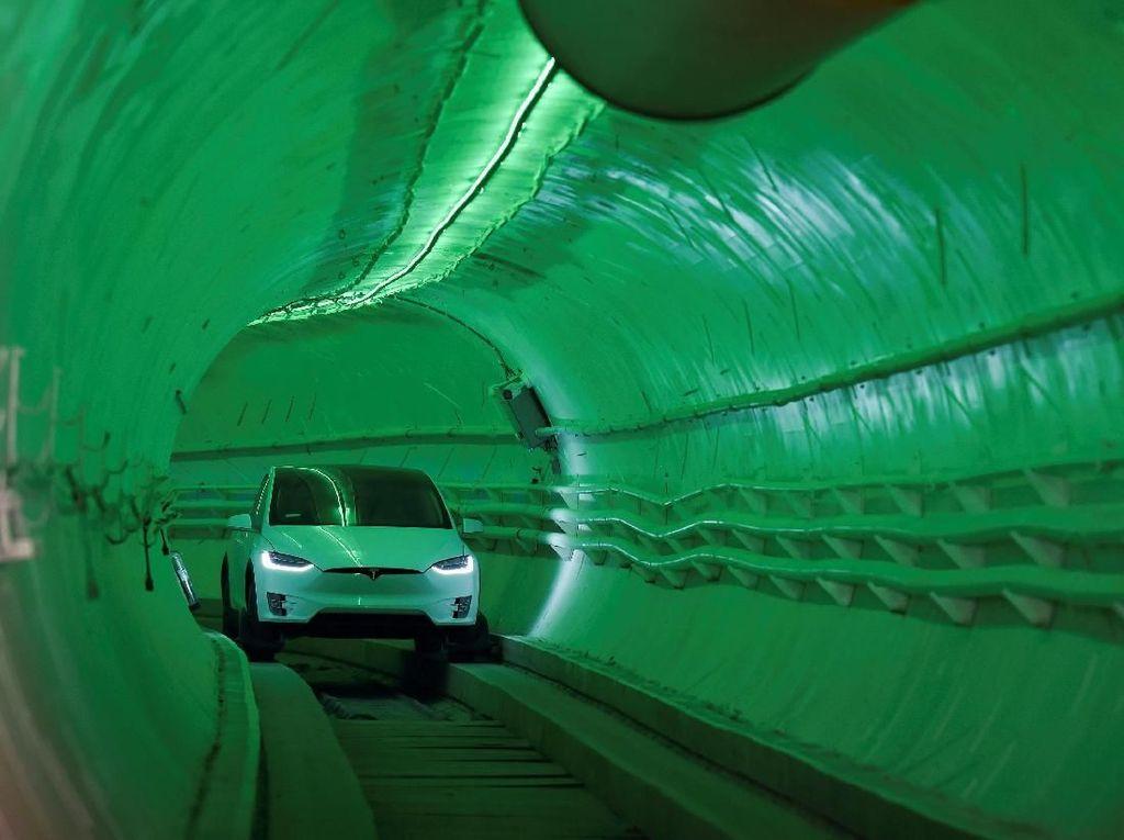 Terowongan Ajaib Elon Musk Bikin Mobil Melesat 240 Km Per Jam