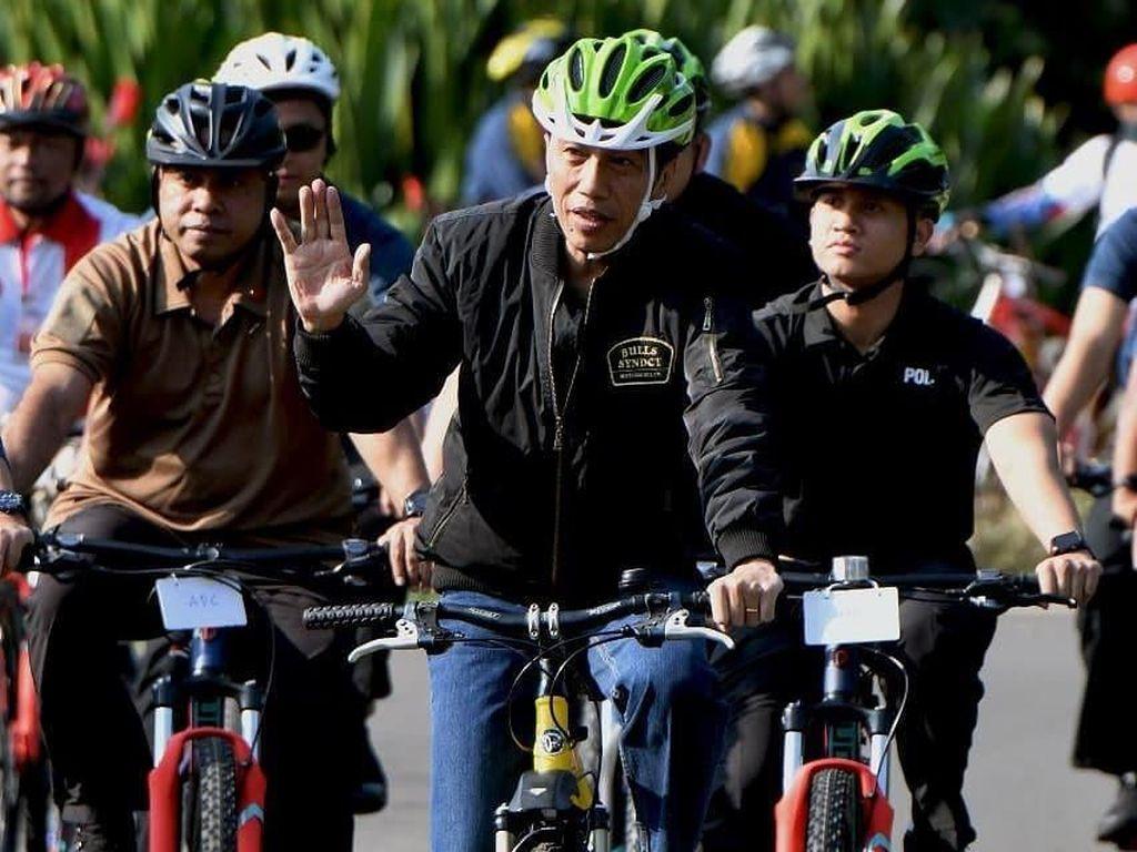 Jaket Buatan Brand Lokal Solo Ini Lagi Sering Dipakai Jokowi ke Mana-mana