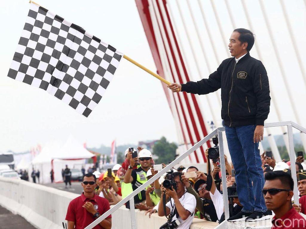 Ke Lampung, Jokowi Resmikan Tol Terpanjang di Indonesia