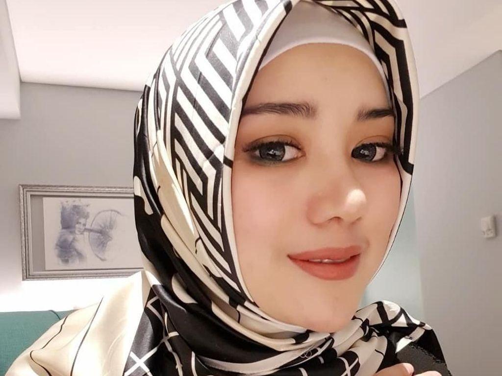 Gaya Bebi Silvana, Istri Baru Opick Pakai Hijab Syari hingga Cadar