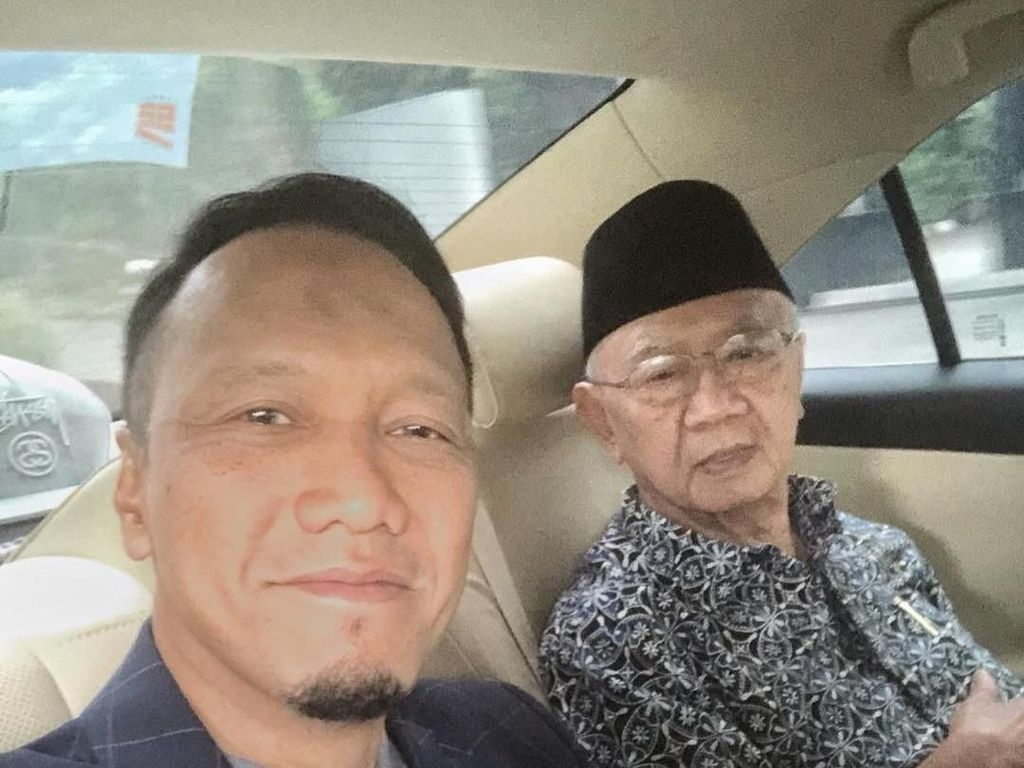 Jenazah Gus Sholah Akan Disemayamkan di Mampang, Jaksel