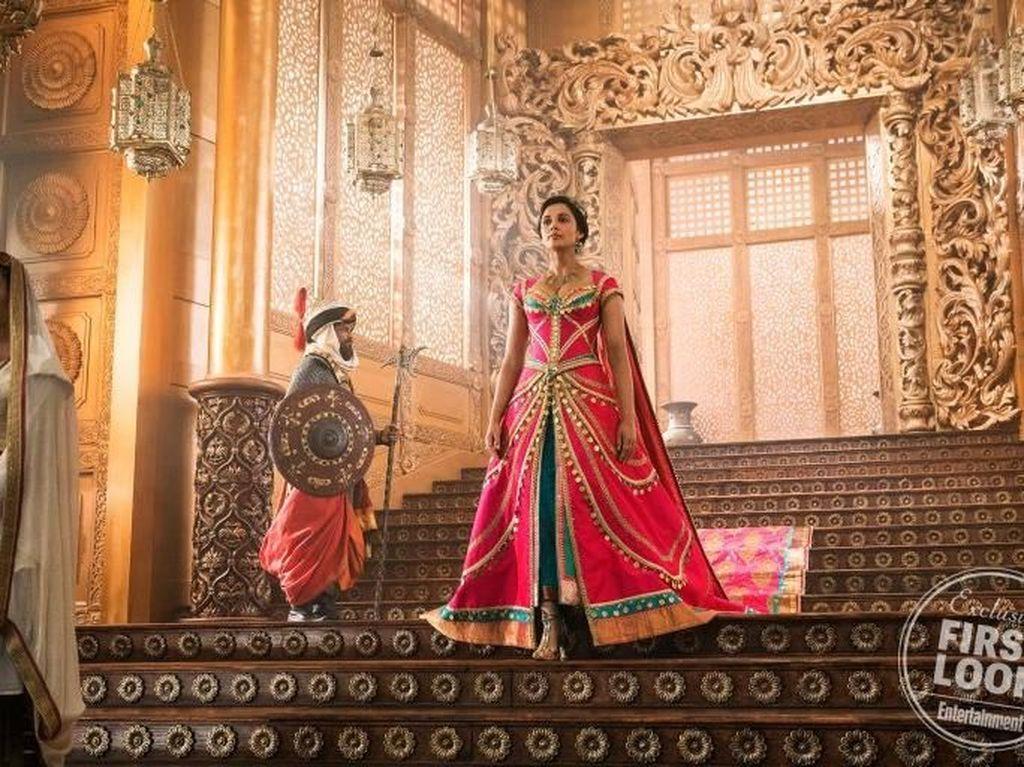 Foto: Penampilan Perdana Naomi Scott sebagai Putri Jasmine di Aladdin