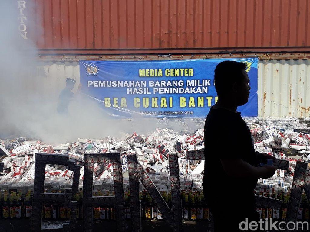 Barang Ilegal Senilai Rp 1,7 M Dimusnahkan Bea Cukai di Merak