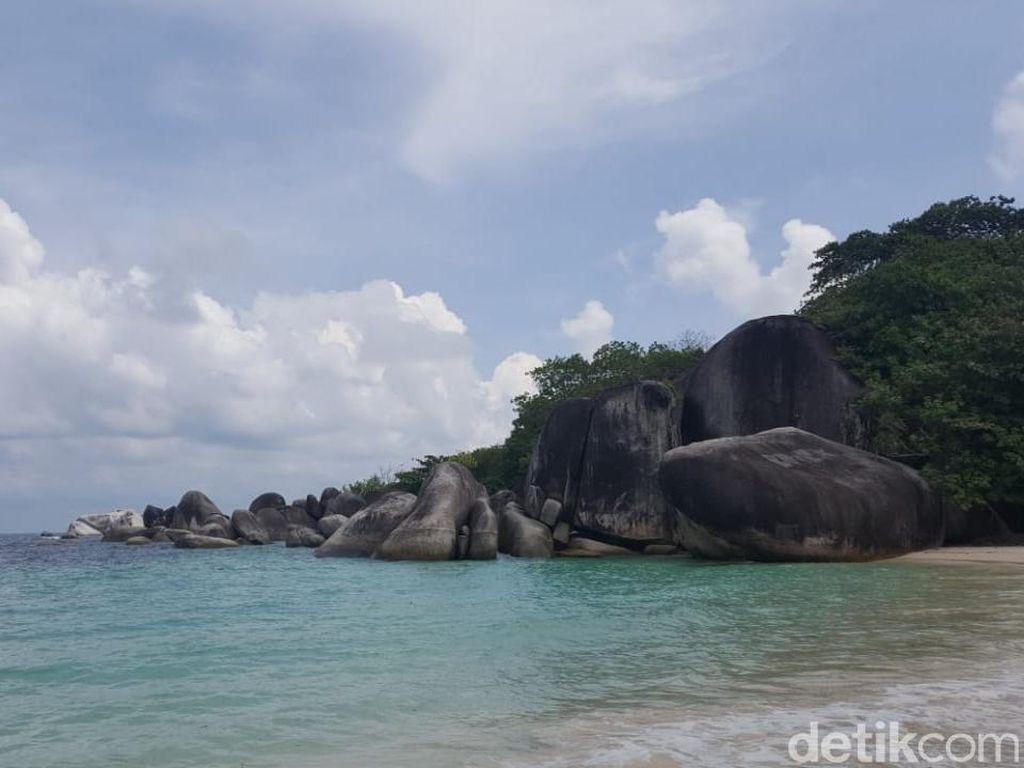 Foto: Eksotisnya Pantai Laskar Pelangi di Belitung