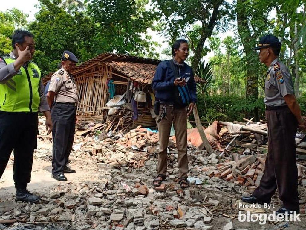 Rumah Warga di Ponorogo Ambruk, Tiga Penghuninya Luka