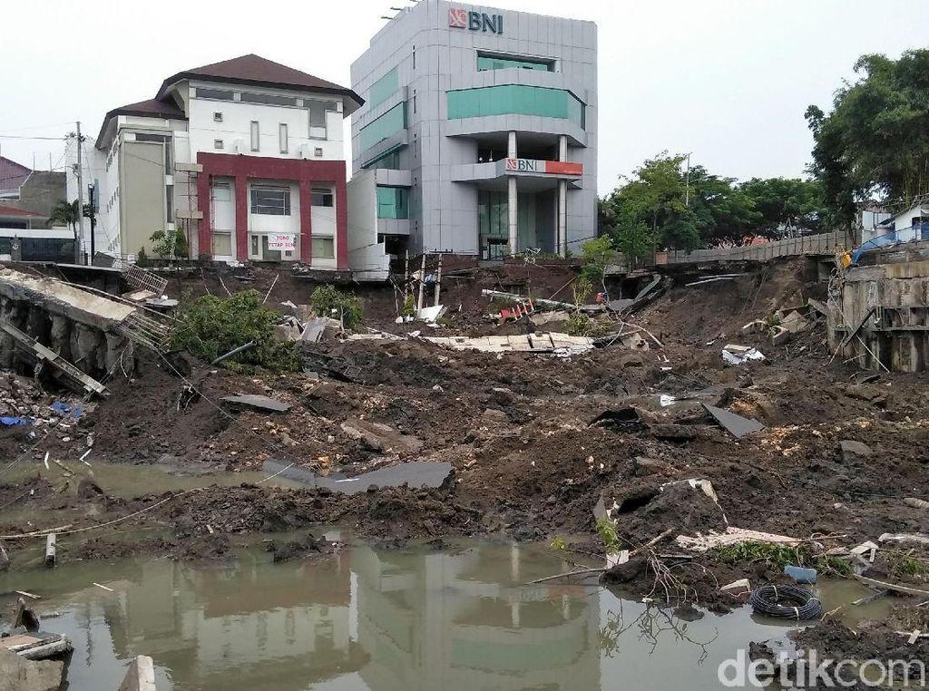 Begini Kondisi Terkini Tanah Ambles di Surabaya