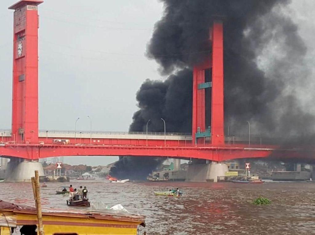 Nakhoda Jadi Tersangka Kapal BBM Meledak di Bawah Jembatan Ampera