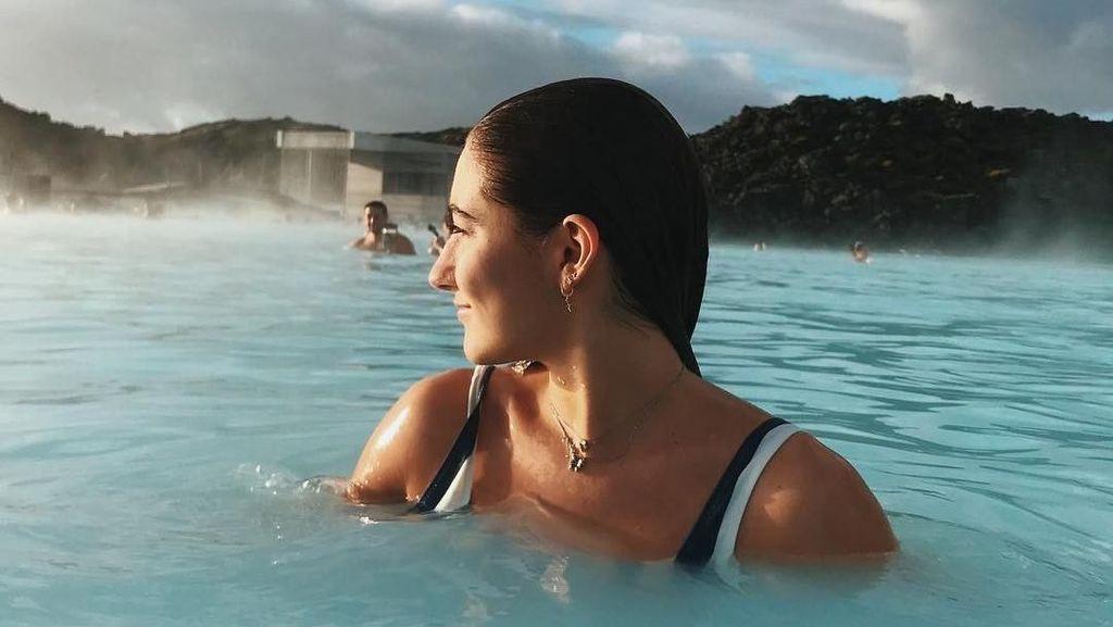 Liburan Keliling Dunia Si Putri Cantik Jose Mourinho
