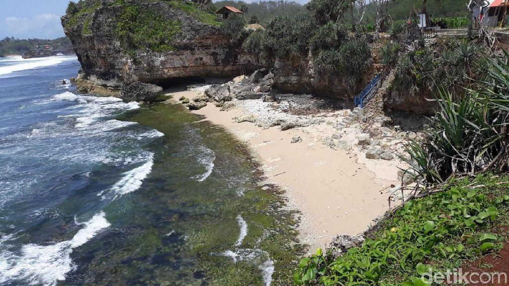 Foto: Pantai Nglolang Bikin Nggak Mau Pulang