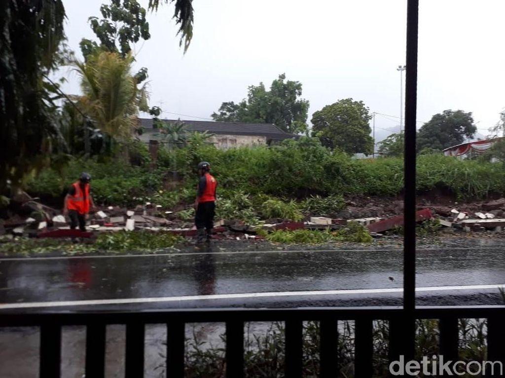 Hujan Lebat, Tembok Pagar Kantor Bupati Wonogiri Roboh
