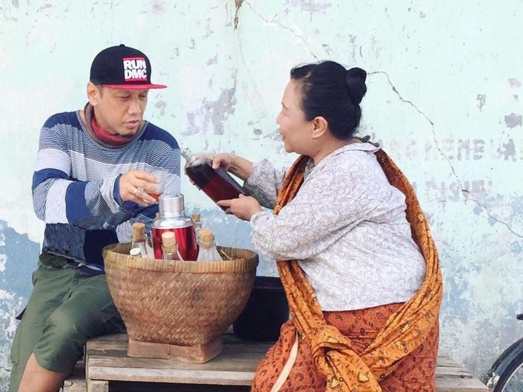 Ipang Wahid, Sosok Dibalik Bohemian Parody yang Doyan Jamu dan Durian