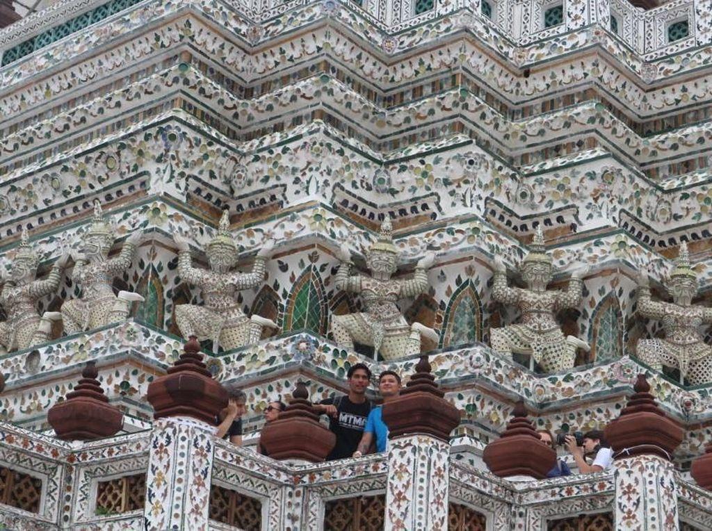 Foto: Rel Kereta Ekstrem & Kolam Super Bening Thailand