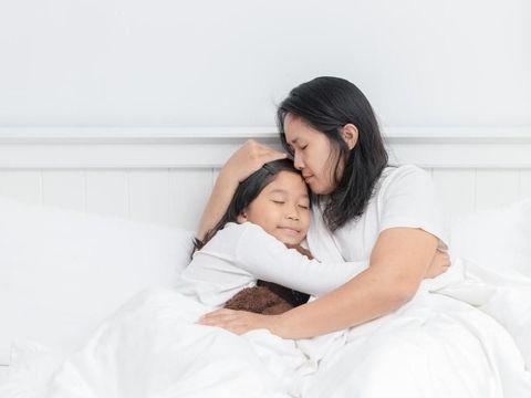 Ilustrasi ibu dan anak/