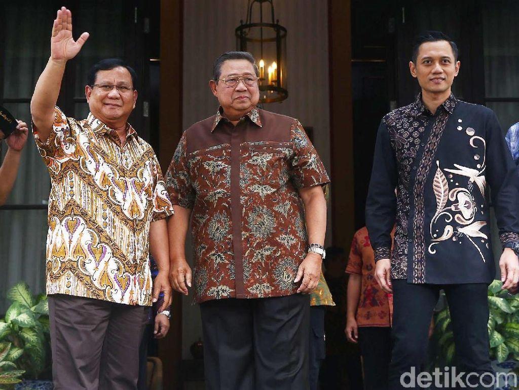 Momen SBY-Prabowo Kompak Berbatik di Mega Kuningan