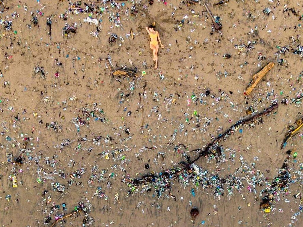 Kesamaan Pantai di Bali dan Titik Terdalam di Bumi: Tercemar Sampah