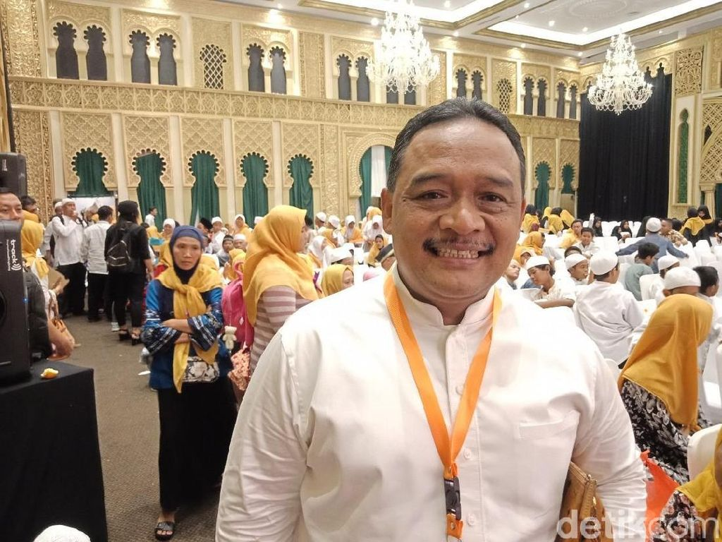 TKN Jokowi Merasa Untung Prabowo Buka Baju Sapa Pendukung
