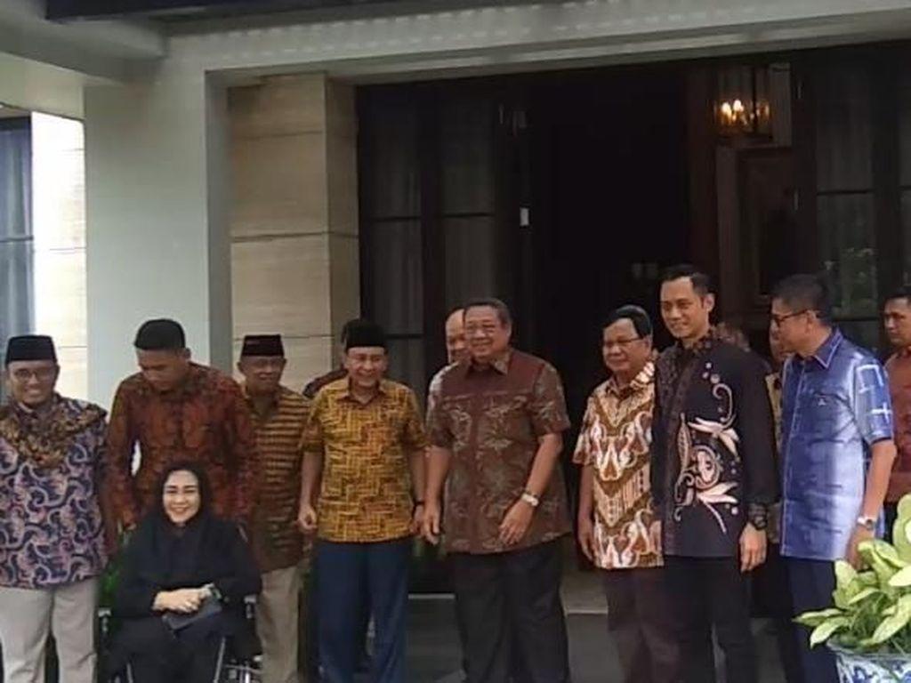 Ditemani AHY, SBY Sambut Prabowo di Mega Kuningan