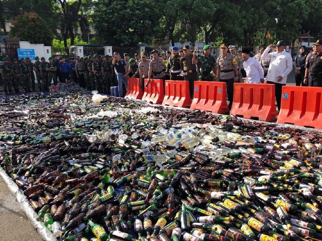 Jelang Tahun Baru, Polres Tangerang Kota Musnahkan Ribuan Botol Miras