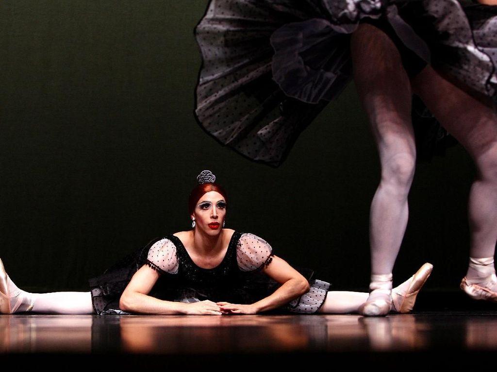 Foto: Ketika Para Pria Jadi Ballerina