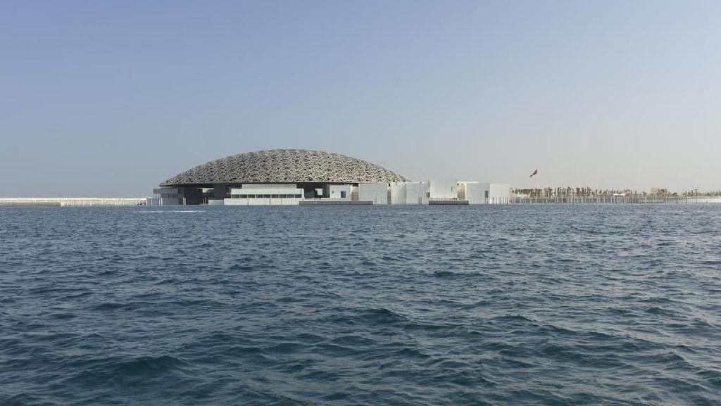 Selain ke Masjid, Sergio Ramos Juga ke Louvre Abu Dhabi