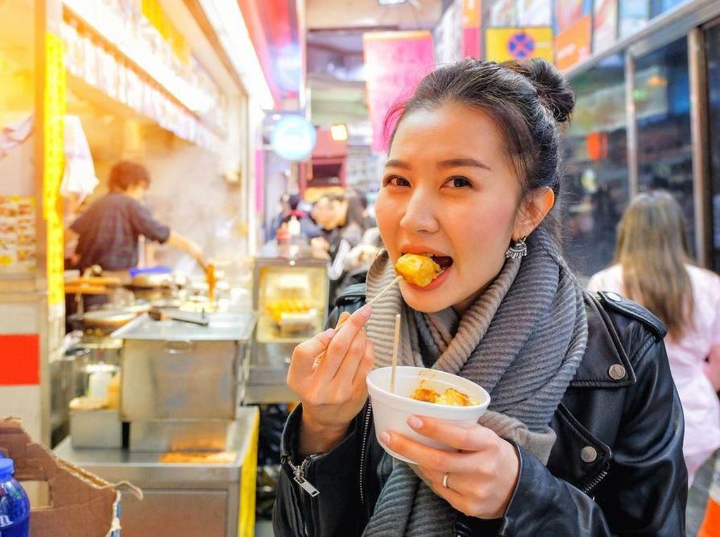 Suka Makan Sembarangan Saat Traveling? Hati-hati Mag Bisa Kambuh