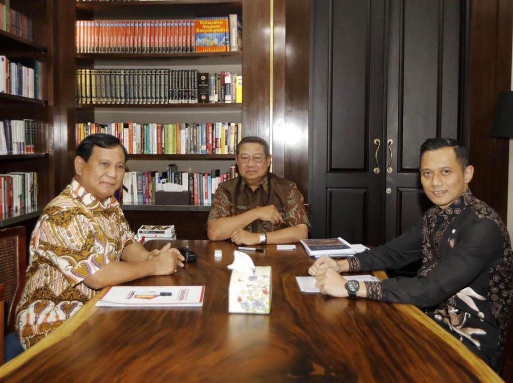 AHY Dampingi Pertemuan Tertutup SBY-Prabowo