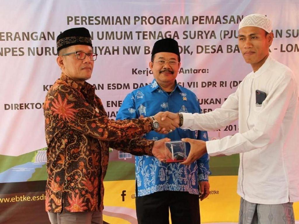 Sebanyak 270 Penerangan Jalan Umum Tenaga Surya Terangi Lombok