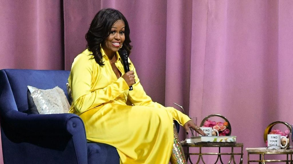 Foto: Michelle Obama Tampil Beda Pakai Boots Glitter Tinggi Rp 58 Juta