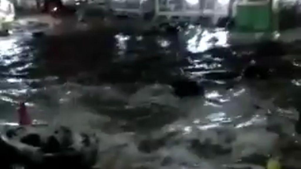 Penampakan Tsunami di Pantai Carita Anyer