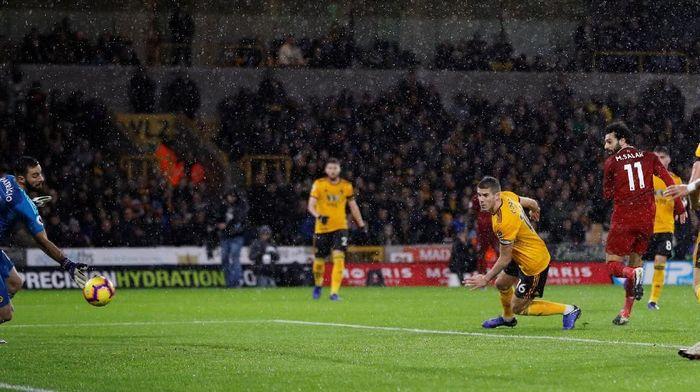 Liverpool menutup babak pertama dengan skor 1-0 lewat gol Mohamed Salah di menit ke-18, yang sekaligus menempatkannya sebagai pemimpin daftar top skor sementar dengan 11 gol. (Foto: Darren Staples/Reuters)