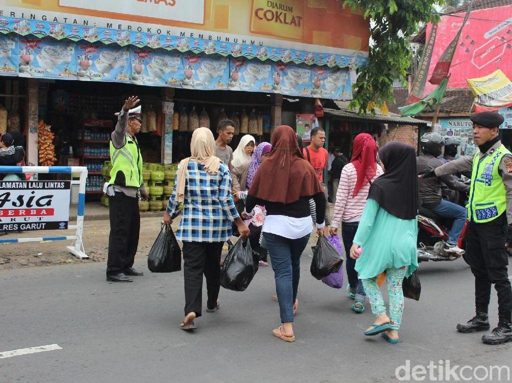Minimalisir Macet di Garut, Polisi Kanalisasi Pasar Limbangan