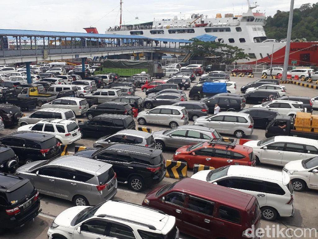 Libur Natal, 10 Ribu Kendaraan Menyeberang dari Pelabuhan Merak