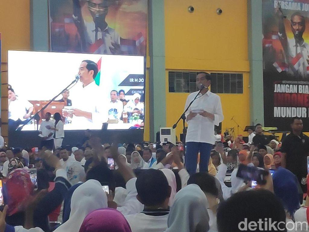 Oppoki Jokowi Menggema Sambut Jokowi di Makassar