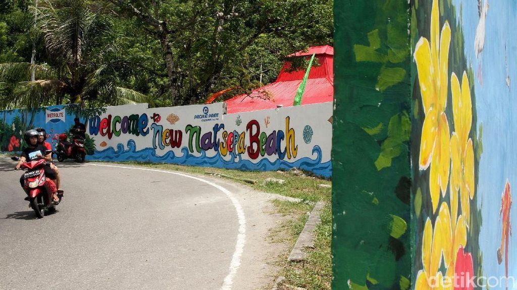Menikmati Indahnya Pantai Natsepa yang Kini Warna-warni