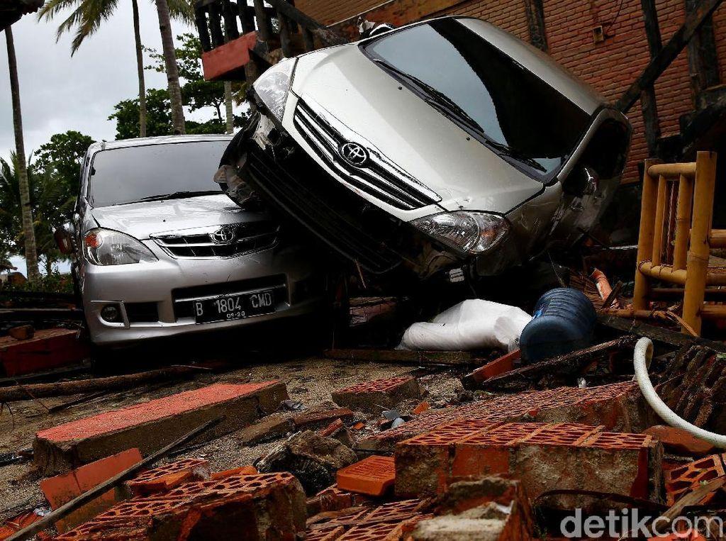 6 Mobil Rusak dan 2 Orang Meninggal di Villa Aviredita