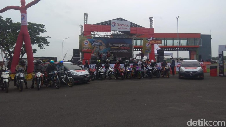 Komunitas Motor Surabaya Belajar Aman Berkendara. Foto: Deny Prastyo Utomo