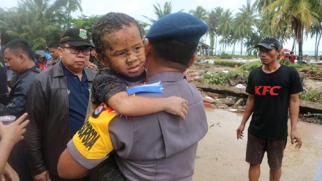 Detik-detik Bocah Korban Tsunami Diselamatkan dari Reruntuhan di Carita