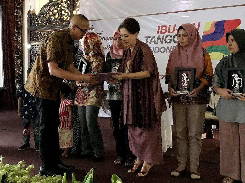 Penghargaan untuk 10 Wanita Tangguh di Hari Ibu