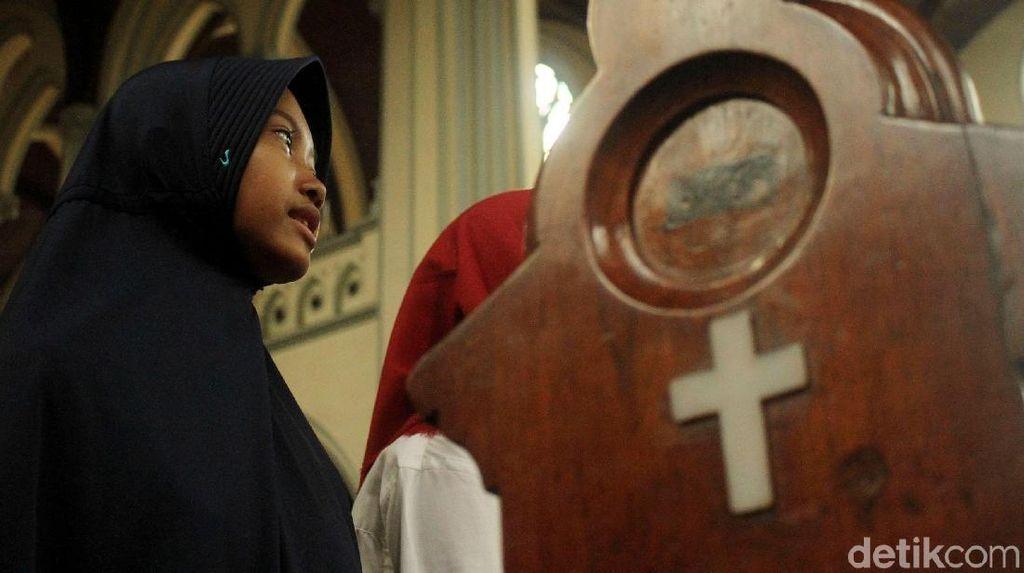 Sejuknya Kunjungan Keagamaan Menyatukan Perbedaan di Katedral