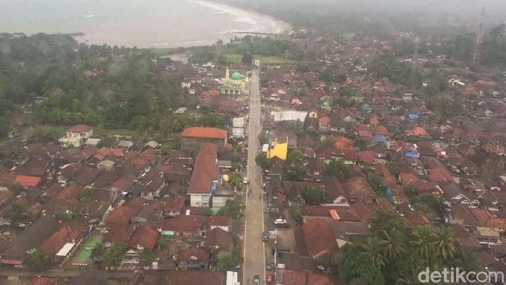 Dari Udara, Ini Penampakan Wilayah Carita Terdampak Tsunami