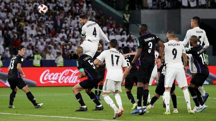 Sergio Ramos menambah gol untuk Madrid lewat sundulan di menit ke-78. Foto: Francois Nel/Getty Images