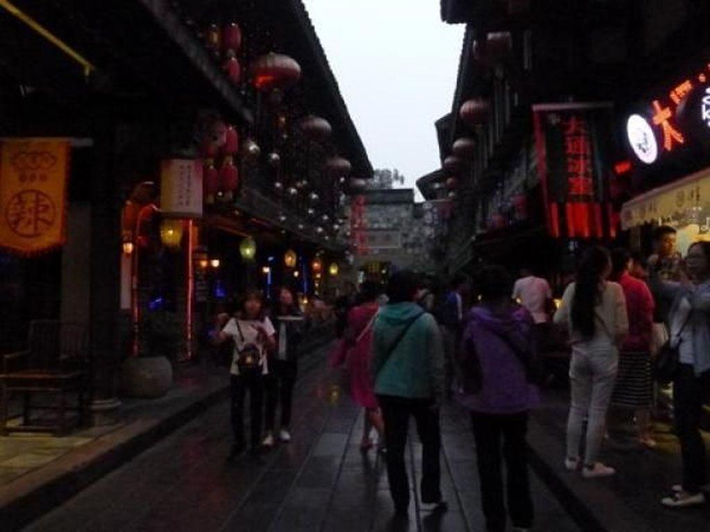 Jinli Street, Tempat Asyik Buat Wisata Belanja di Chengdu